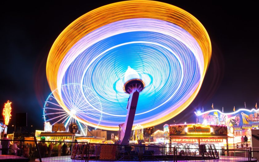 Karusell i snurr som ger ljussken